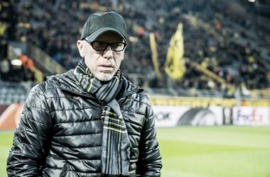 """Técnico do Borussia Dortmund, Stöger diz: """"Não estamos eliminados"""""""