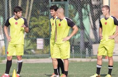 Vasco enfrenta Grêmio com Ken e Juninho de volta ao time