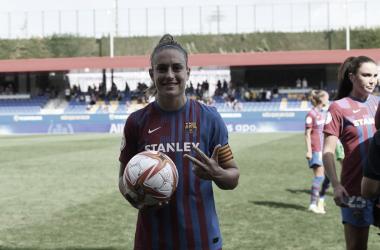 Putellas posando con el balón tras su Hat-Trick| Paco Largo- FC Barcelona