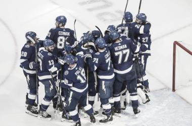 Tampa Bay pone tierra de por medio con los Islanders