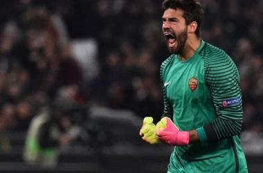 ليفربول يفاوض روما من أجل ضم أليسون
