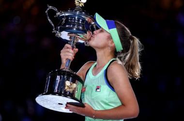2020 Australian Open: Sofia Kenin captures first major title with three-set victory over Garbine Muguruza