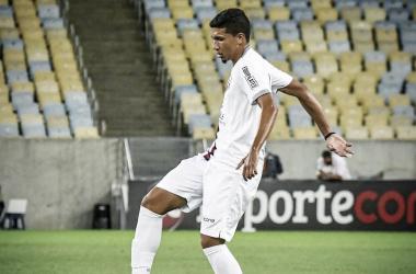 Resende renova com volante Paulo Victor, revelação da base, até 2022