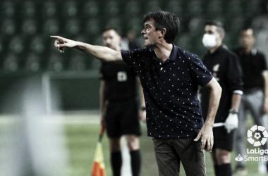 Pacheta durante su último partido como entrenador en Elche. Foto: LaLiga.