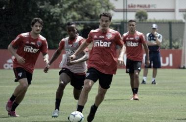 Alexandre Pato, Helinho, Hernanes e Igor Vinícius na preparação para o duelo contra o Flu (Foto: Rubens Chiri/São Paulo)