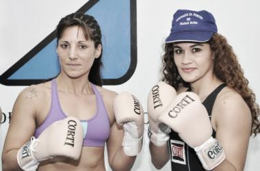 Las boxeadoras no tuvieron problemas en el pesaje. Foto: Ramón Cairo.