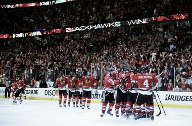 Los Blackhawks necesitan tres prórrogas para acabar con los Bruins y adelantarse en la Final