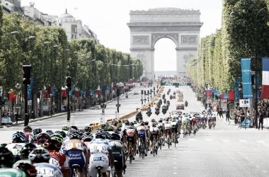 Les Champs Elysées, synonyme de fin du Tour de France. (Reuters / Pascal Rossignol)