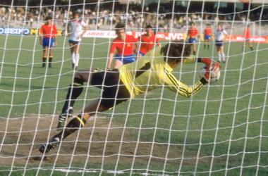 El portero Clemence detuvo el penalti de Dani y consiguió la primera, y única, victoria de Inglaterra