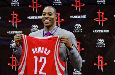 Dwight Howard presentado en Houston en conferencia de prensa.