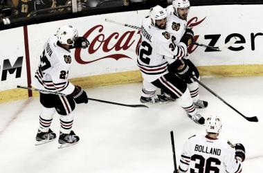 Los Blackhawks cierran en la prórroga el mejor partido de la Final