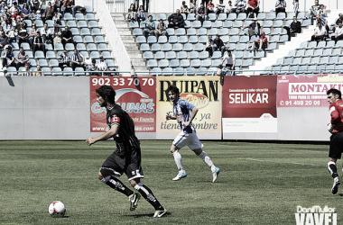 José Ángel sacando el balón jugado. | Foto: Dani Mullor - VAVEL.