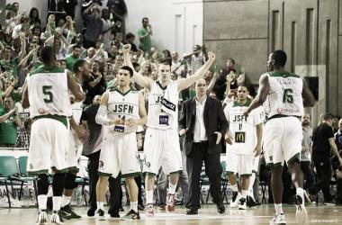 La joie des joueurs de la JSF Nanterre après leur qualification en finale de Pro A (Photo: Claire Macel)