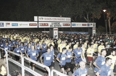 Los participantes de la carrera popular vistieron camisetas de los cinco colores olímpicos.