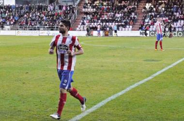 Manu durante un partido en el Ángel Carro. | Foto: Lucía García - VAVEL.
