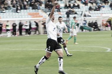 Pol, celebrando su único gol de la temporada ante el Guijuelo. | Foto (sin edición): Salamanca24Horas.