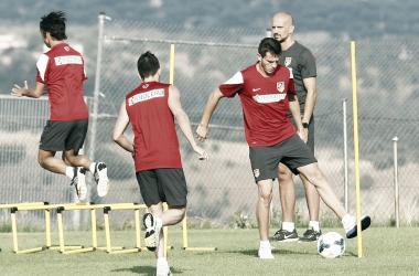Óliver, Saúl y Villa, realizando un circuito. || Foto (sin edición): Ángel Gutiérrez - Atlético de Madrid.