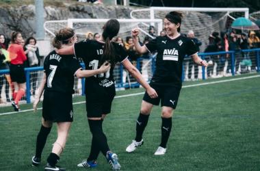 Las jugadores armeras en la celebración de un gol // Foto SD Eibar