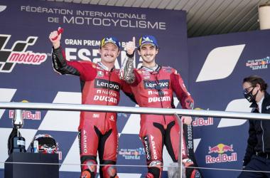 Jack Miller y Pecco Bagnaia en el podio del Gran Premio de España. Foto: web de Ducati oficial.
