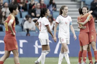 Jugadoras de España y China al final del encuentro FOTO:FIFA