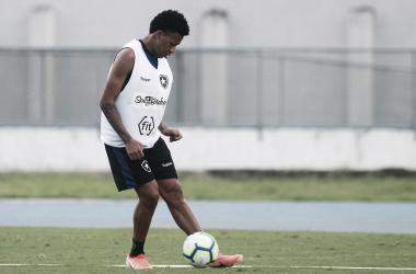 Volante Gustavo Bochecha deixa Botafogo e acerta com Juventude de graça