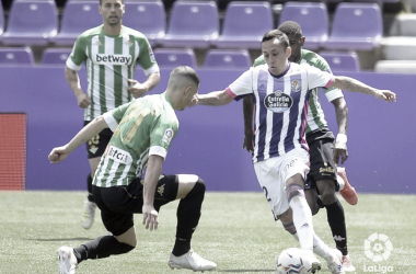 Guido defendiendo a Orellana | Foto: La Liga