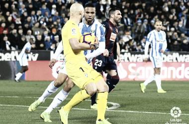 Dmitrovic con la pelota en las manos // Foto La Liga