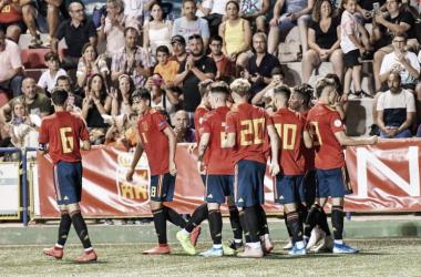 España celebra la victoria ante Rusia (2-0). Foto: COTIF