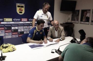 Daniel de Ridder assina com o SC Cambuur (Foto: Henk Albers/Reprodução/Twitter)