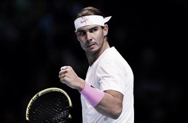 Nadal luta até o fim, consegue virada histórica sobre Medvedev e se mantém vivo no ATP Finals