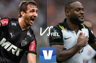 Pratto tem 12 gols no Brasileirão; Love tem um tento a menos que o gringo (Arte: Rodrigo Rodrigues/VAVEL.com)