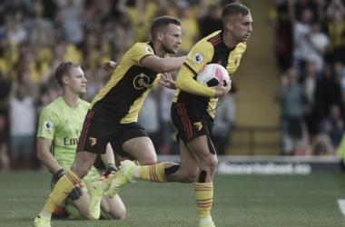 Deulofeu cogiendo el balón tras el 1-2 / Fuente: @WatfordFC