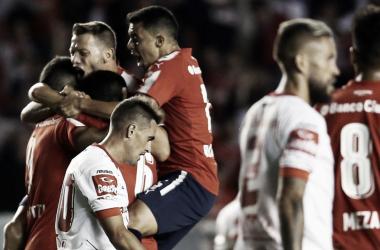 Fausto Montero se lamenta tras el gol de Independiente.