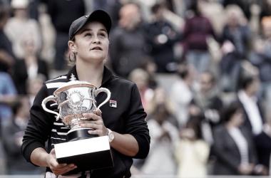 Barty posa con el título. Foto: Roland Garros.