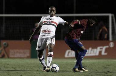 Régis participou bastante do jogo (Foto: Rubens Chiri/saopaulofc.net)