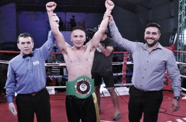 Acevedo ganó su primer título como profesional (Foto: Ramón Cairo   O.R. Promotions)