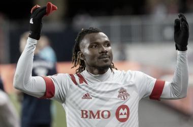 Achara da la primera victoria a Toronto FC