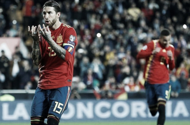 Sergio Ramos celebra su gol contra Noruega en Mestalla en la jornada 1. Foto: EFE