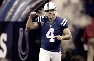 Adam Vinatieri sale al campo como jugador de los Colts. Fuente: Indianápolis Colts