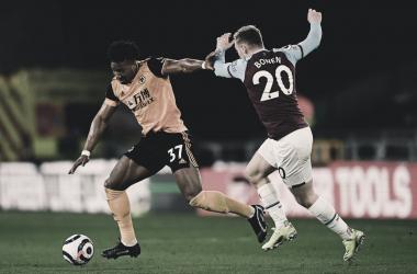 Adama salva la entrada de Bowen / Foto: Wolves