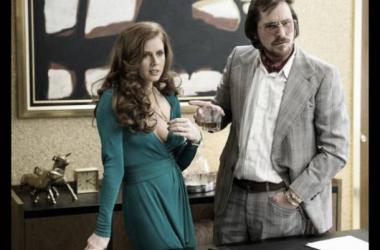 Amy Adams y Christian Bale protagonizan la cinta (Foto (sin efecto): digitalspy).