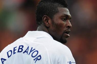 Besiktas negocia com Tottenham por Adebayor