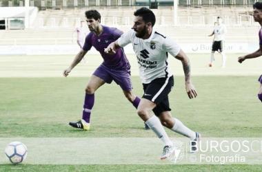 Adri Hernández en un encuentro de esta temporada. | Foto: Burgos CF-Fotografía.