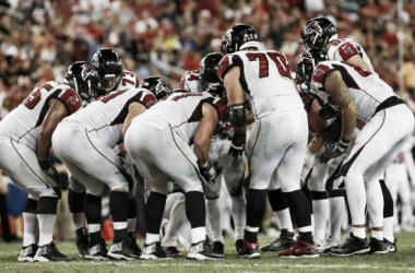 The Atlanta Falcons offense huddles up to call a play | Source: Reinhold Matay - USA TODAY Sports