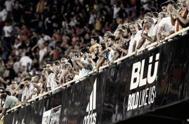 La afición del Valencia animando en Mestalla. | Foto: Valencia CF