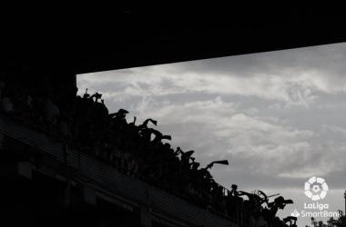 Aficionados rayistas se manifiestan en previa ante el Deportivo