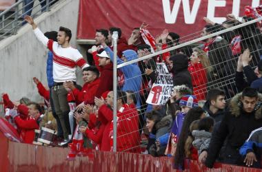 Afición del Granada CF en el estadio Nuevo Los Cármenes. Foto: Antonio L. Juárez