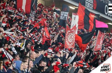Afición del Rennes. Foto: Twitter @staderennais