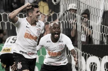 Corinthians vira contra Avenida-RS e avança na Copa do Brasil
