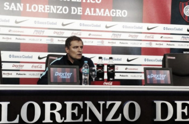 Aguirre pareció preocupado en la conferencia | Foto: Olé